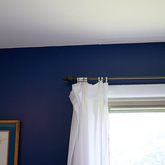 ceiling flaw to be spackled before painting