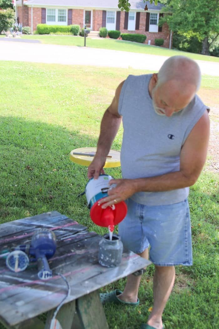 fill a paint sprayer with paint