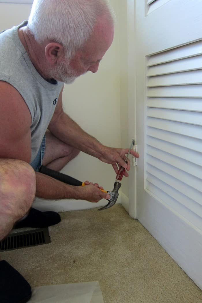 remove hinges from closet doors