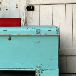 how to distress and wax chalk finish paint
