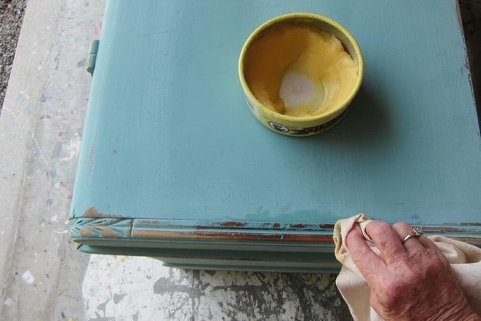 how to wax distressed chalk finish paint with clear wax