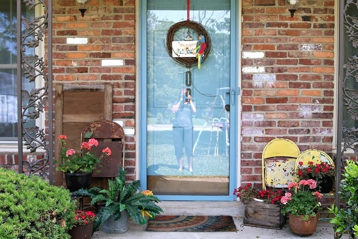 how to decorate outdoor spaces with junk decor