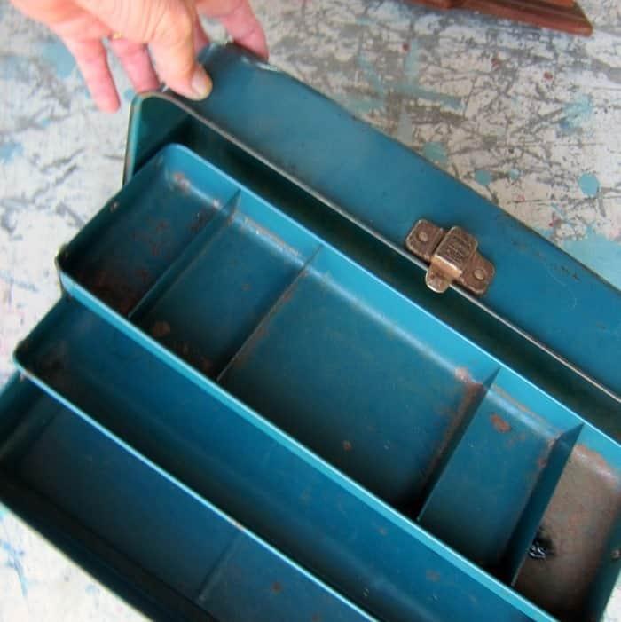 vint;age metal tackle box