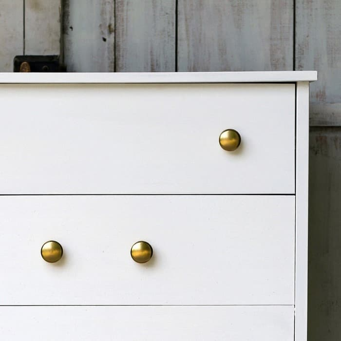 how to spray paint wood knobs with metallic paint