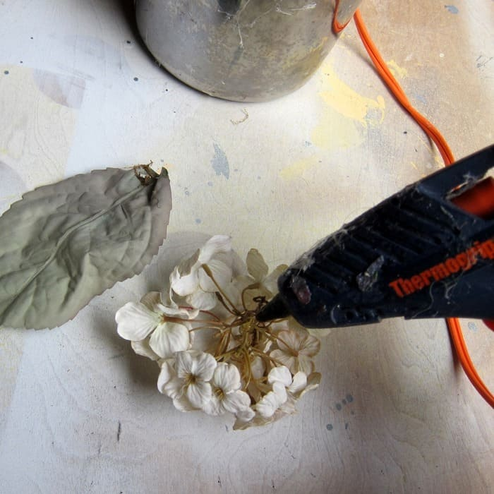 make a wreath using hot glue