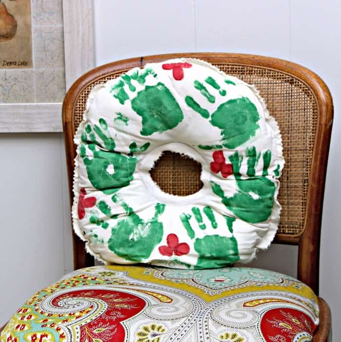 kids hand print wreath idea