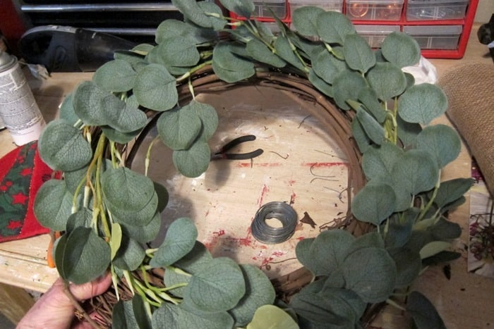 make a budget Eucalypus wreath
