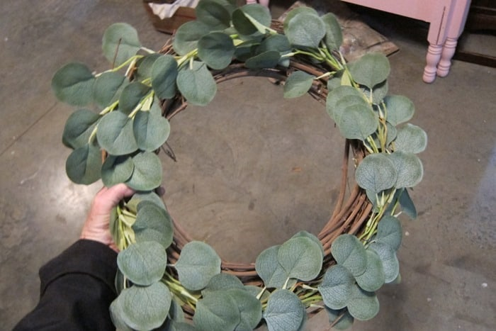 making a thrifty wreath