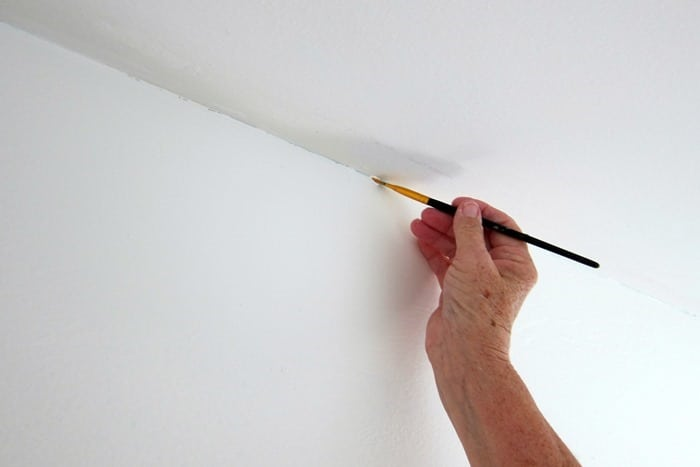 touch up paint between walls and ceilings