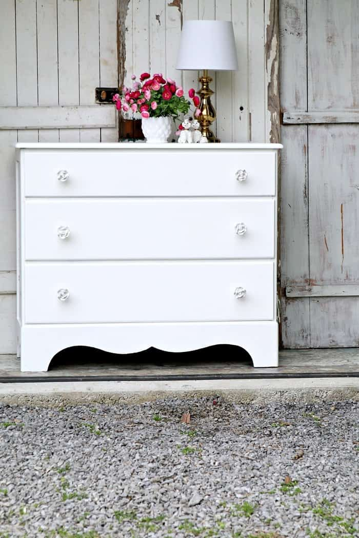 simple sophisticated white furniture