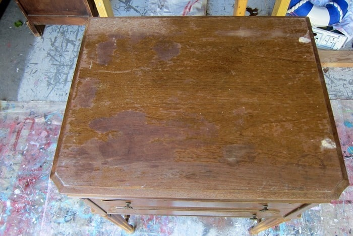 fill holes on furniture with wood putty