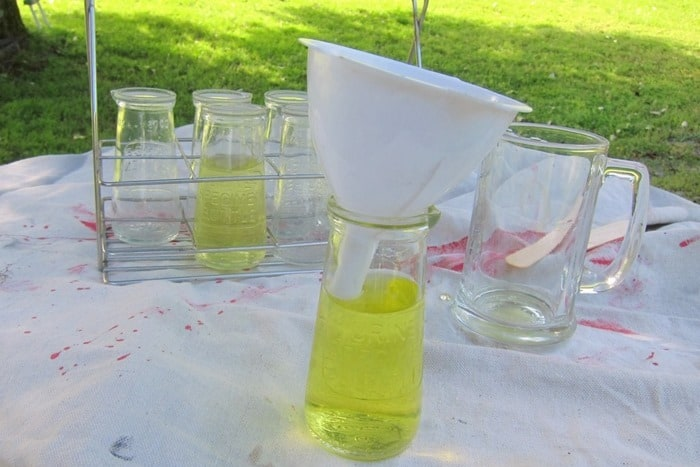 how to dye water yellow (2)