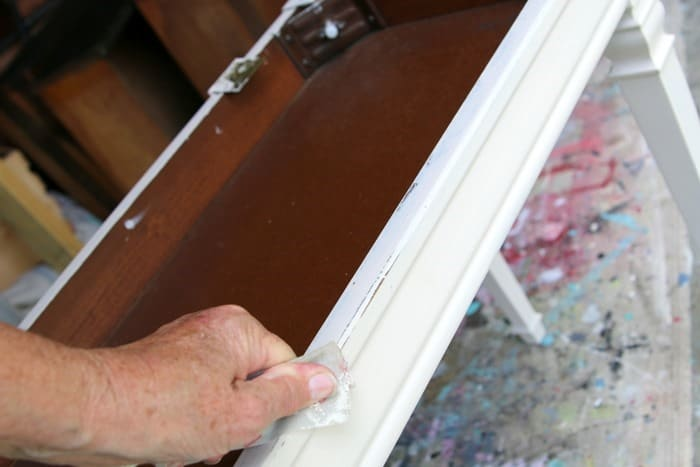 how to distress paint by hand