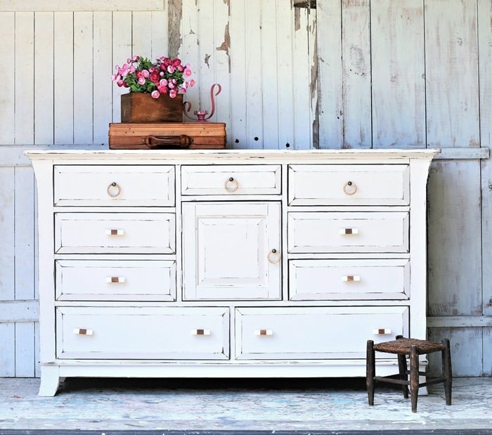 How to paint furniture with custom color latex paint (3)