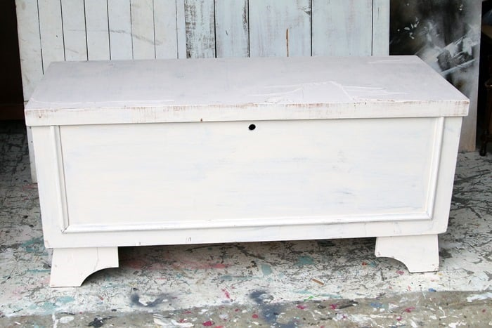 painting a Lane cedar chest