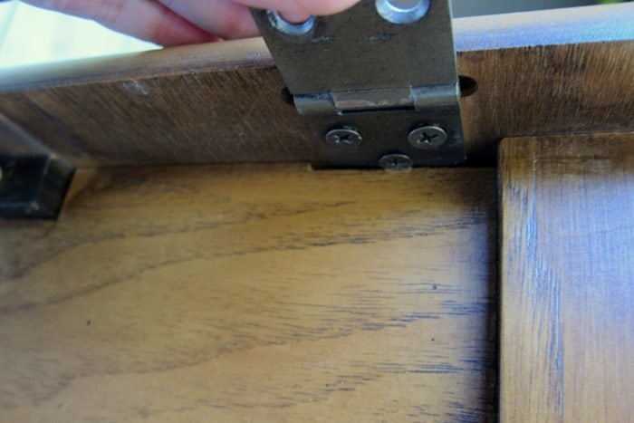 removing hinges from furniture