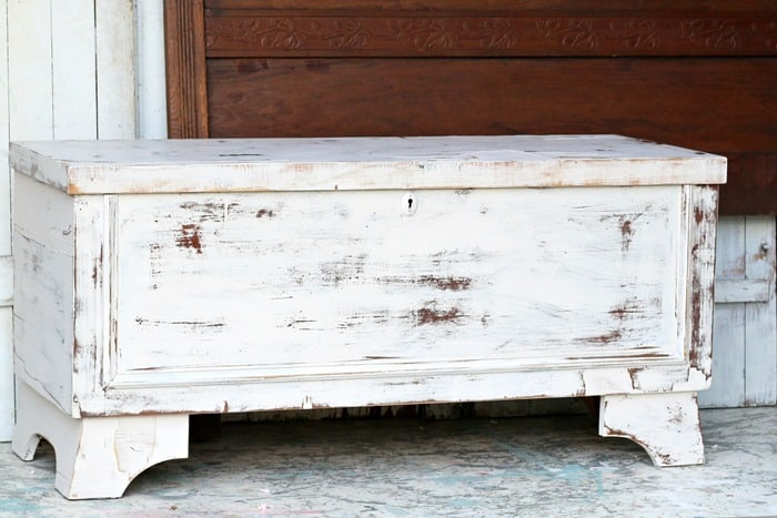 you can paint a vintage Lane cedar chest using latex paint