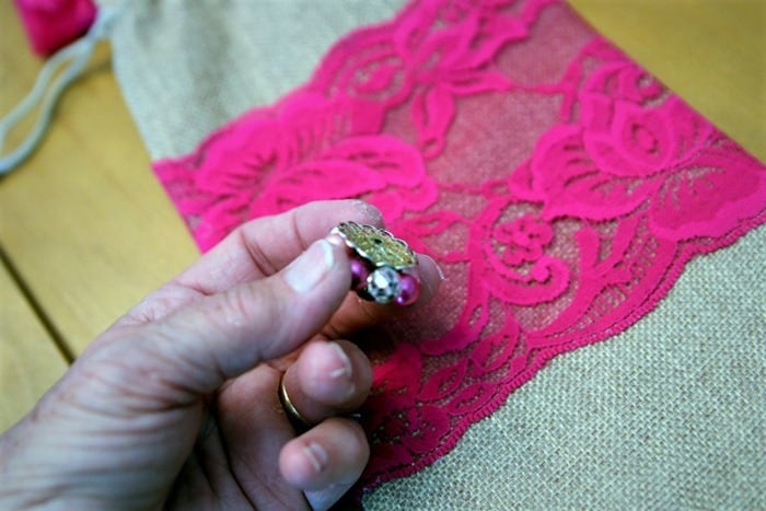 adding vintage jewelry as decoration to a burlap bag (2)