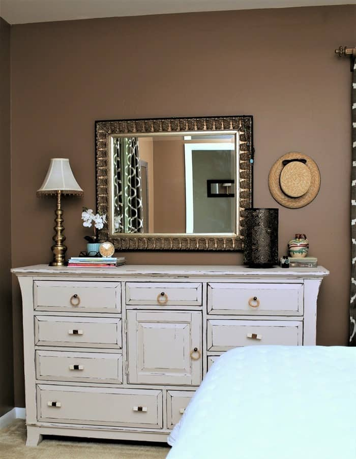 creamy white dresser looks great agains brown walls (3)