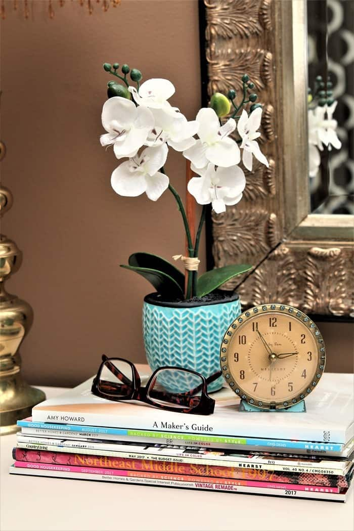 how to decorate a master bedroom with vintage items and new decor (3)