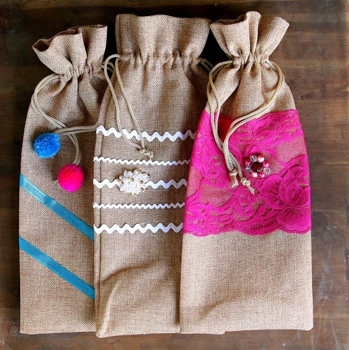 make your own decorative burlap gift bags for wine or anything
