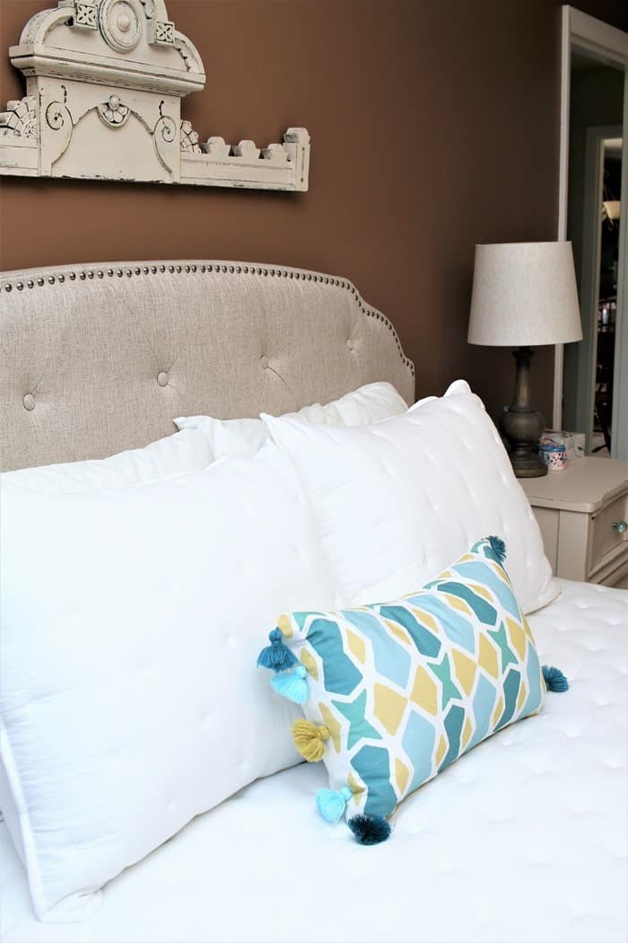 master bedroom with white bedding (2)