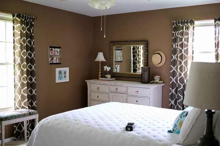 paint the master bedroom brown and decorate with shades of white