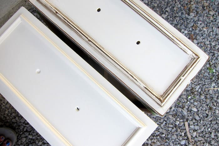 how to distress and antique white paint