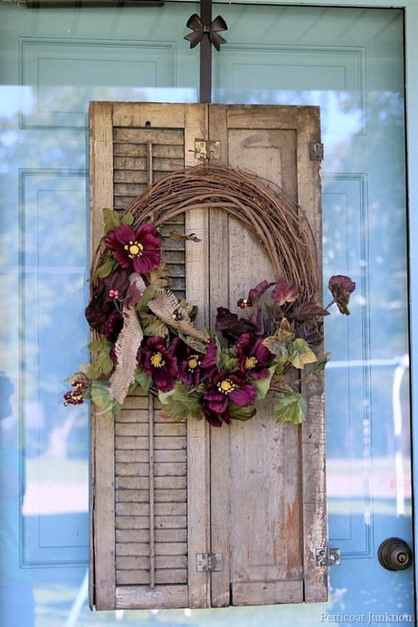 make a wreath to decorate your home for Fall