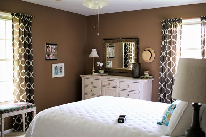 paint the master bedroom brown and decorate with shades of white (2)