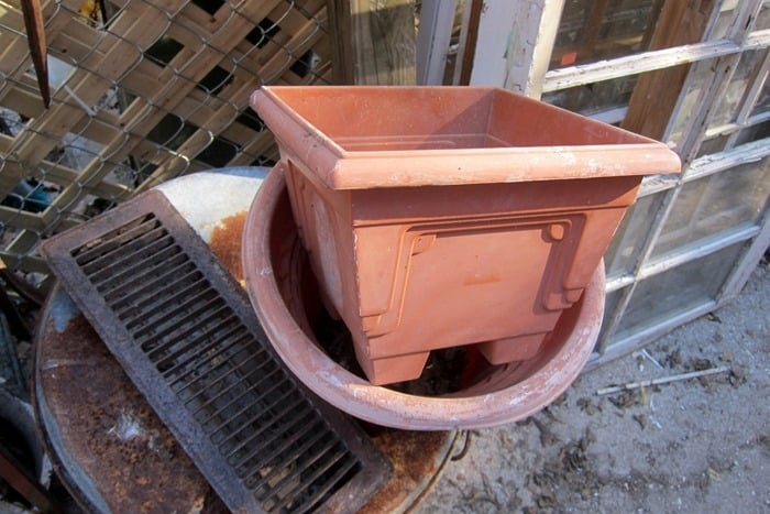 planter to paint with metallic paint