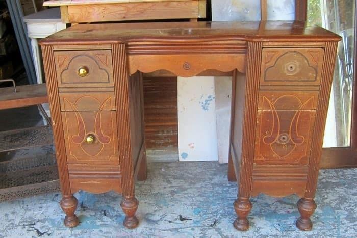 vintage vanity to paint