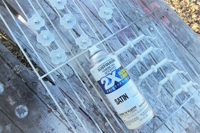 how to spray paint furniture drawer pulls (2)