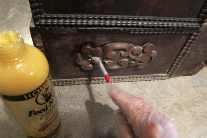 how to use small paint brushes to clean furniture details