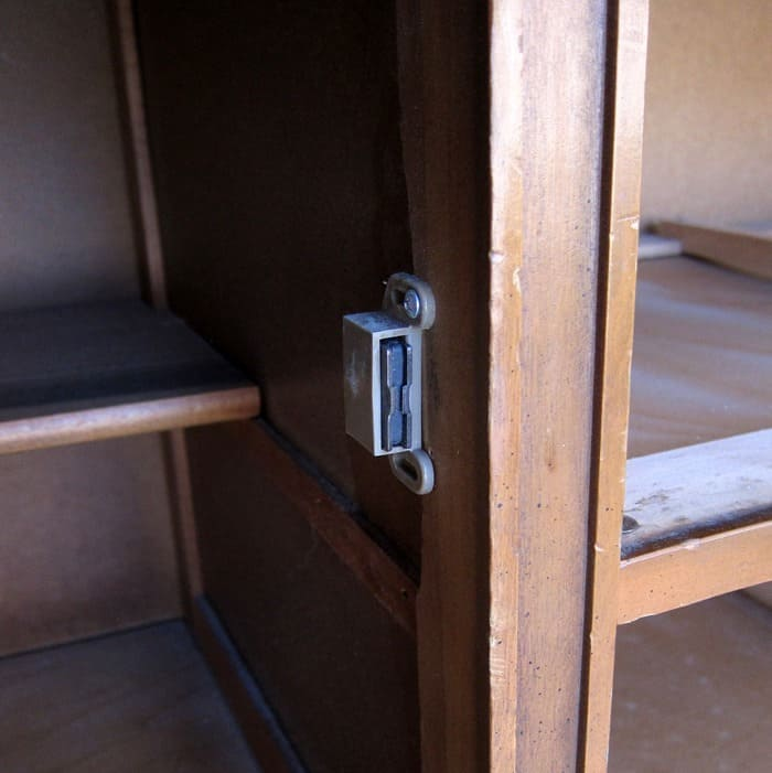 replacing magnet closures on cabinet doors furniture