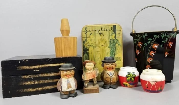 auction box lot with salt and pepper shakers