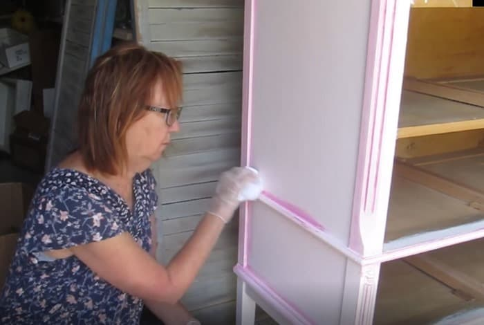 How to paint furniture details with oops latex paint