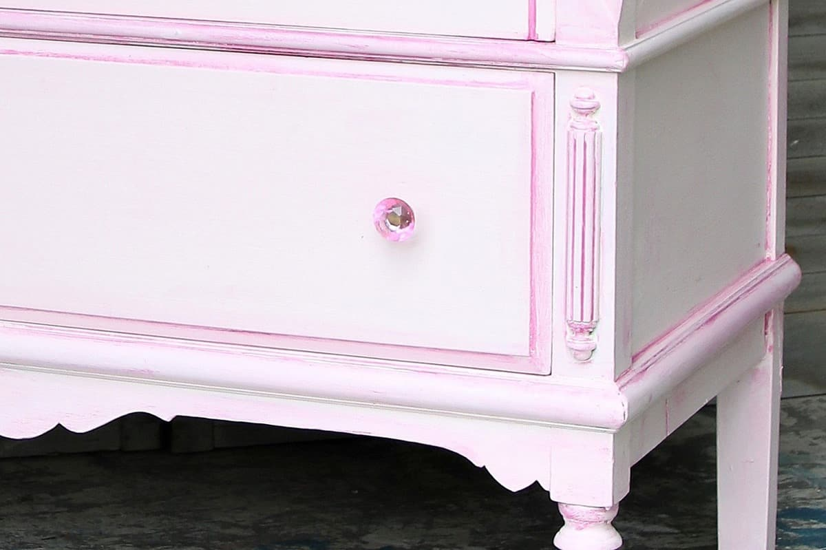 how to use two colors for contrast when painting furniture