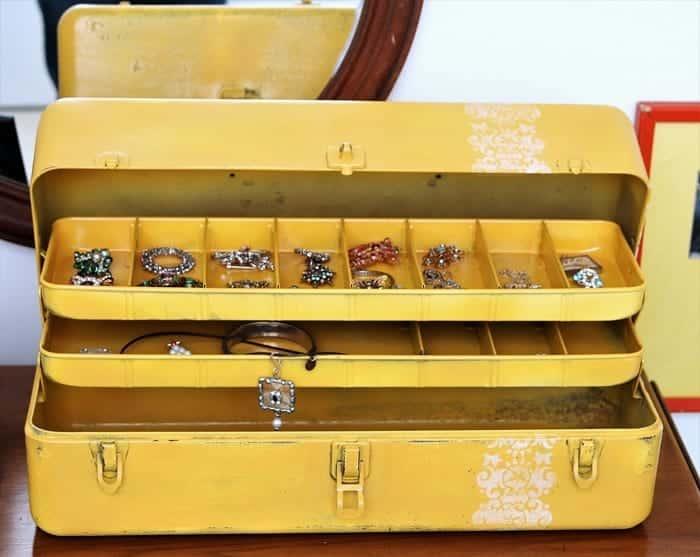 repurpose a tool box into a jewelry box
