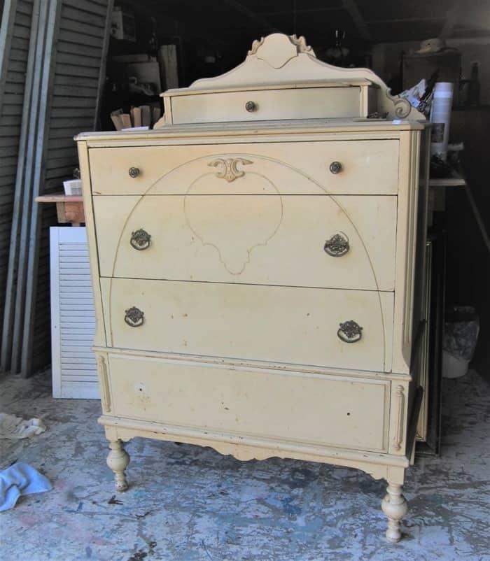 vintage dresser for painted furniture makeover (3)