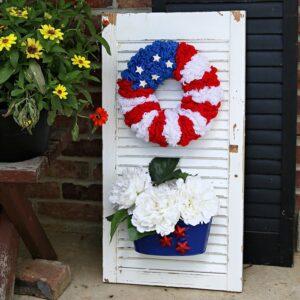 Star Spangled Yarn Wreath Shutter Sign