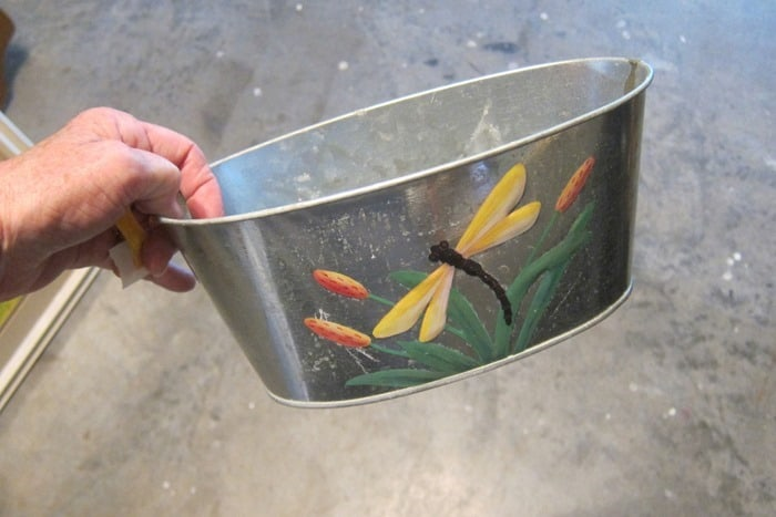 decorative tin from the auction