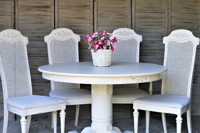 how to paint vintage cane back chairs with spray paint and latex paint