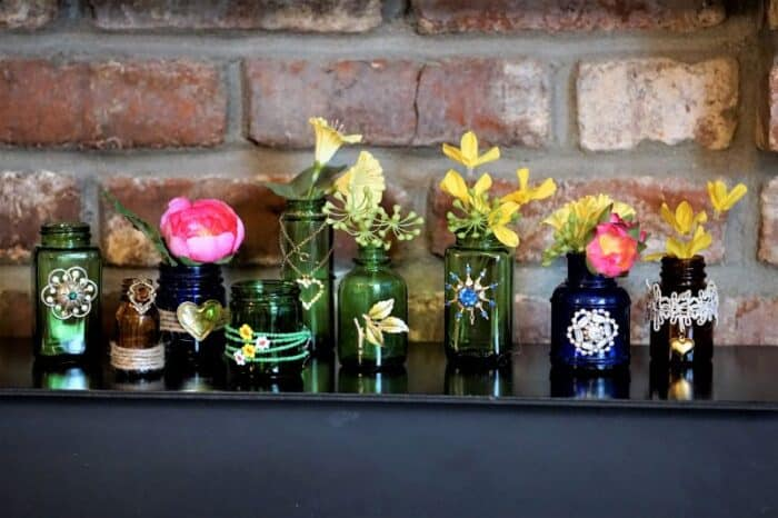 How to decorate blue and green bottles with old jewelry