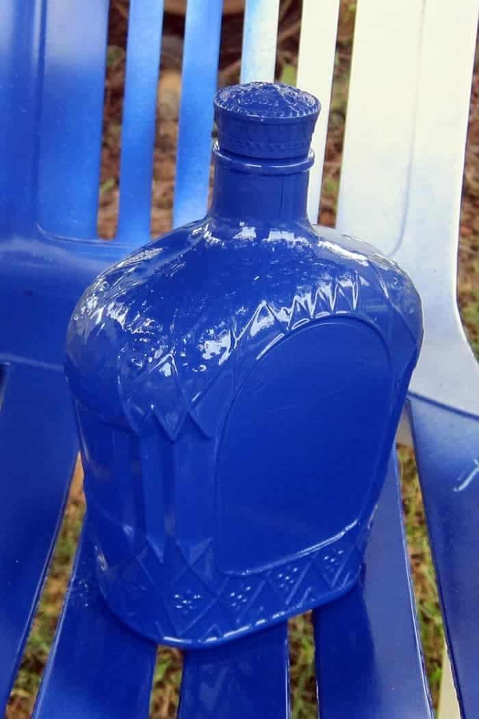 spray paint a glass bottle