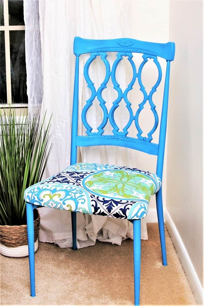Dining room chair makeover with spray paint and new fabric seat