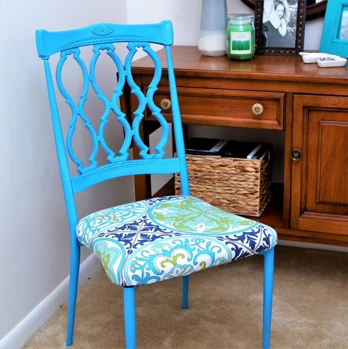 Spray paint metal chairs with Rust-Oleum spray paint color Maui Blue