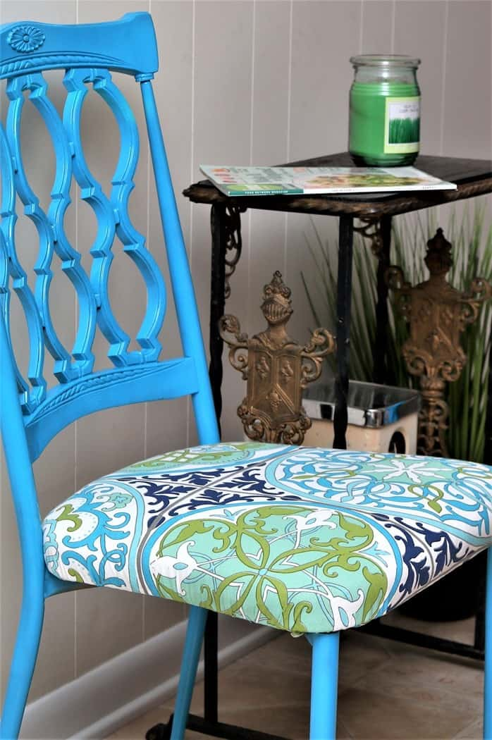 The easy way to paint metal dining chairs with spray paint