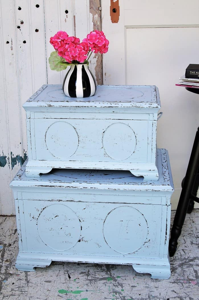 How to use dark paint to faux distress painted furniture (3) (1)