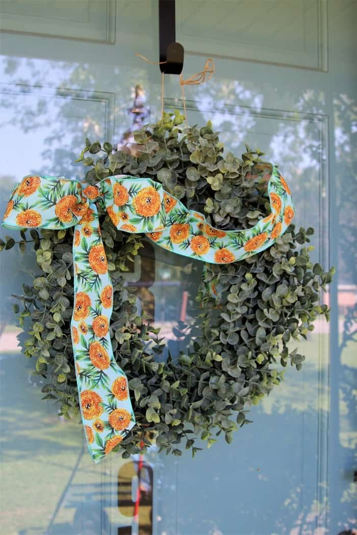 How To Decorate The Porch For Fall With Mums And Vintage Finds (25)